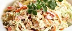 Салат с куриным окороком