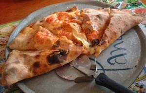 Кальцоне. Закрытая  итальянская пицца