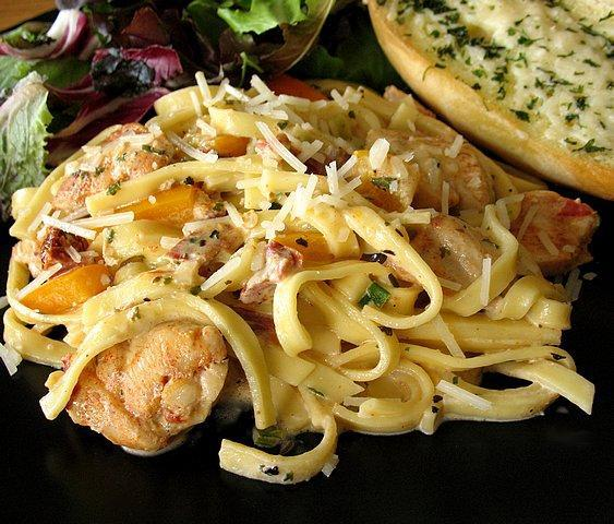 Pasta with chicken and Alfredo sauce
