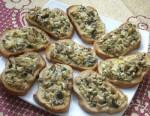 Бутерброды с грибами и плавленым сыром