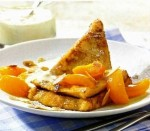 French toasts with caramelized apricot