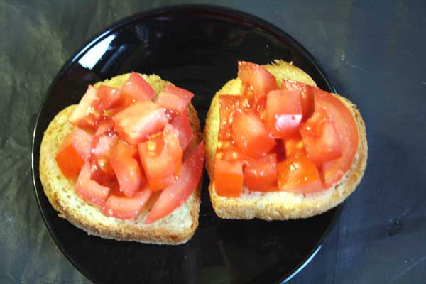 Брускетта помидорная