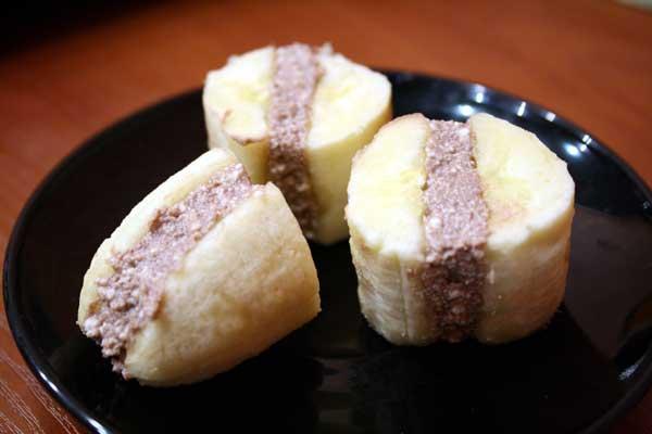 Бананы с шоколадной начинкой