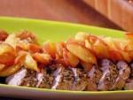 Праздничное блюдо со свининой и яблоком
