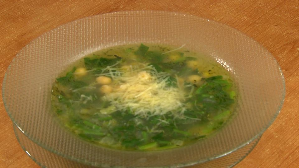 Soup with spinach and peas