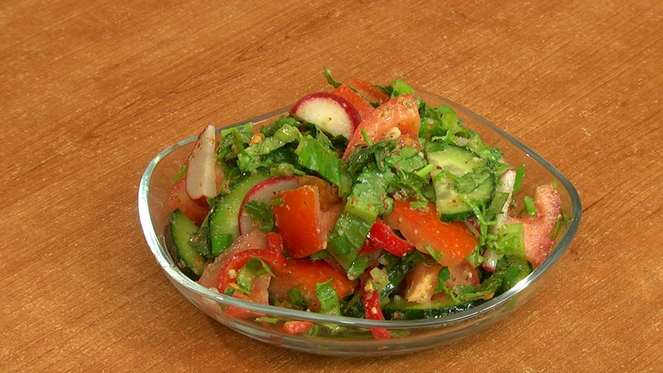 Salad with dudkas sauce