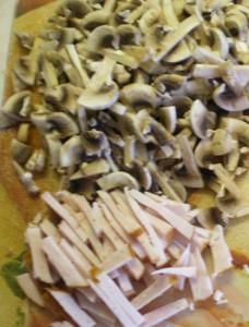 Французский салат с грибами и ветчиной